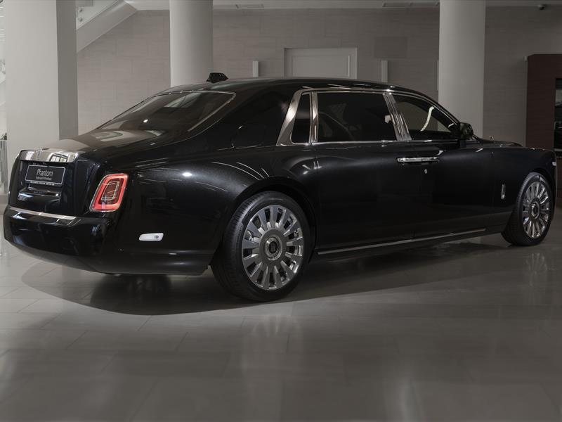 Rolls-Royce Phantom EWB  <br>Diamond Black