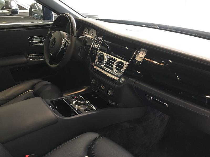 Rolls-Royce Ghost 2015 год <br>Midnight Sapphire / Silver